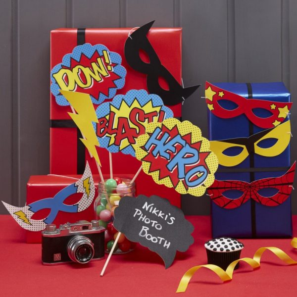 Photo booth props in red yellow in blue for a comic party