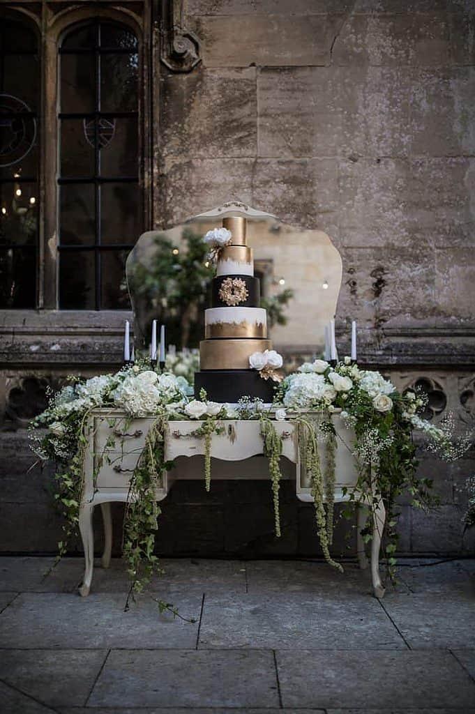 Gold and Black wedding cake for a fall wedding idea
