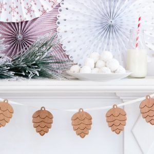 Wood Christmas Banner - Pinecones