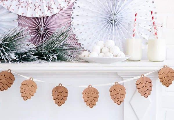 Wood Christmas Banner - Pinecones